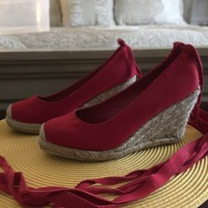Perfect summer ankle-wrap platforms-Size 7